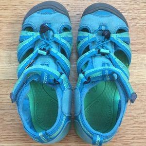 Keen waterproof shoes/sandals
